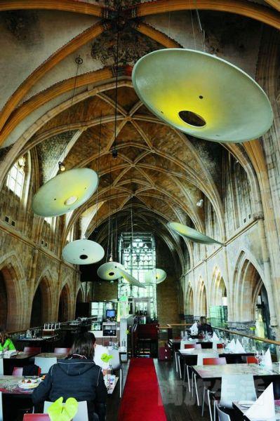 4.教堂的结构成就了酒店多个奇妙之处,比如这个大堂。