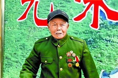 隐功务农50年的李文祥老人