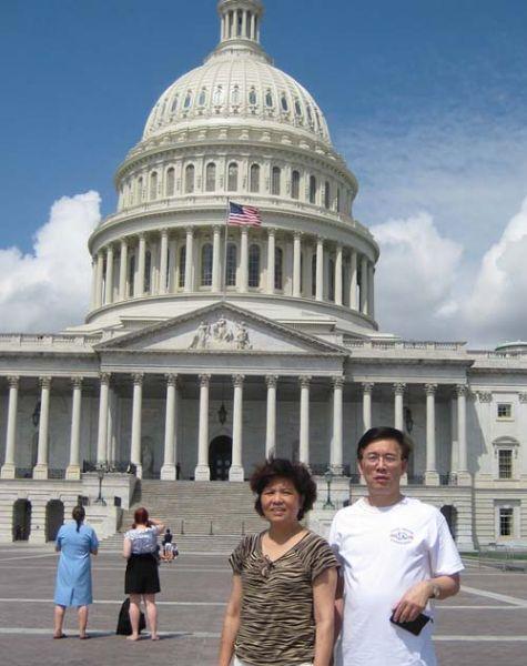 林建海与姐姐在白宫前。图片由受访者提供