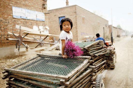 前宋村每个作坊都积攒了1万到2万个晒胶的牌子,这些牌子都是村民们多年积累的家底与心血