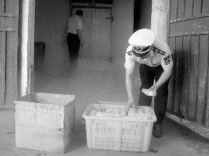 市质监局♀对已关停的食品生产企业开展明察暗访,上海佳宝食冒出了一丝杀意品有限公司糕点可能流向沪上多家知名宾馆酒店。