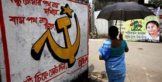 加尔各答街头一角,一边是共产党标语,另一边是玛玛塔图像。(图片来源:新浪财经印度特约观察员 吴顺煌)
