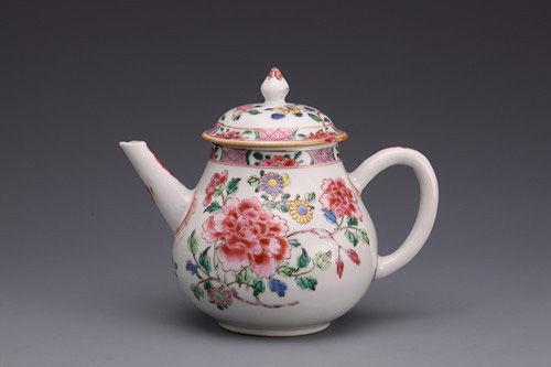 清粉彩折枝牡丹纹茶壶