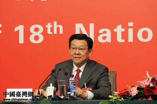 十八大代表、国家商务部部长陈德铭10日表示,如果能有更多的陆资入台,台湾会有更多受益。(中国台湾网 杨丽 摄)