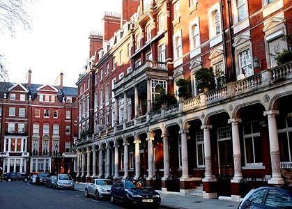 在英国楼市,中国买家仍是新人,而绝非楼市拯救者。(图片来源:每日电讯报)