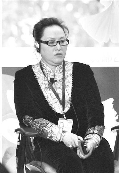 """6月7日,成都国腾实业董事长何燕以""""何然""""的名字出席了在成都举办的财富全球论坛。图/CFP"""