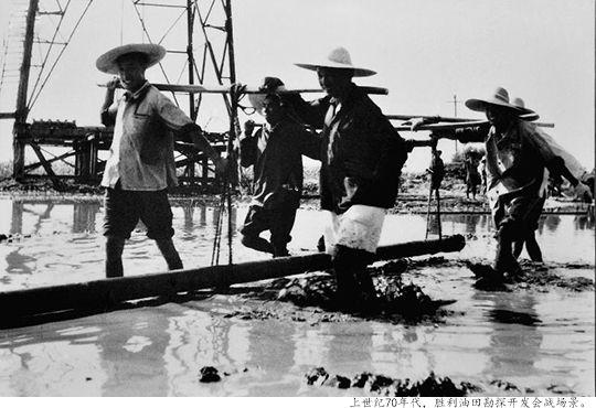 上世纪70年代,胜利油田勘探开发会战场景。
