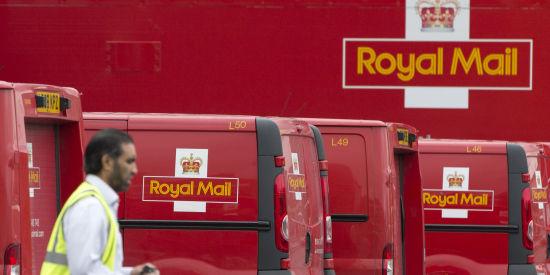 图片说明:皇家邮政于1516年由英王亨利八世创立,并在1969年改组成国有企业。其红底镶嵌黄色小皇冠和ER II(伊莱莎白女王二世)的标识都代表着英国。(图片来源:Huffingtonpost)