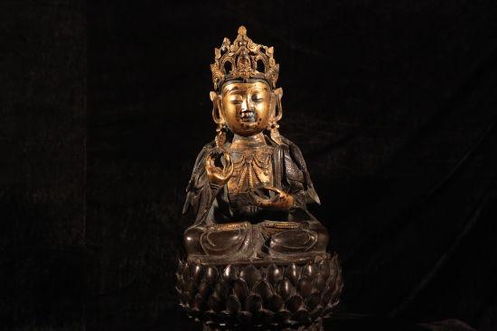 图1 明铜鎏金观音像
