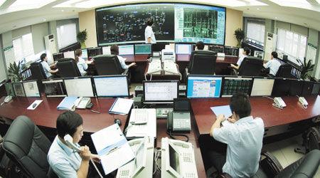 对于超级电网与智能电网的投资,要保证二者的独立性。