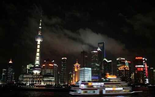 中国摩天大楼背后的利益链。