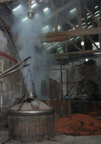 老烤酒房酿酒场景