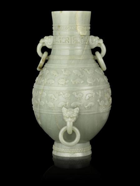 乾隆年间的玉瓶,估价1,500,000 - 1,900,000美元。