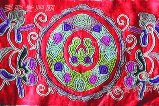巴拉河流域苗族衣袖绣片