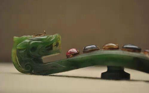 碧玉嵌宝石龙首带钩(W187)