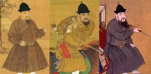 腰系绦钩的明宪宗(左)和腰系绦环的明宣宗(中、右)