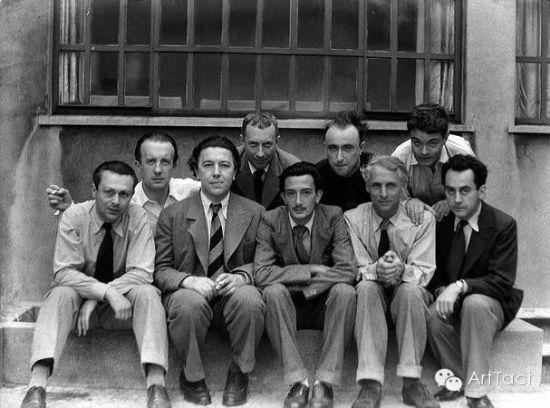 后排从左数,第1个艾吕雅,前排中间达利 | 1933