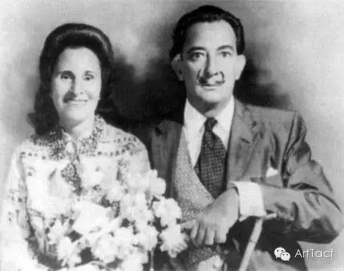 1958年达利和加拉举办天主教婚礼   其时艾吕雅已经去世