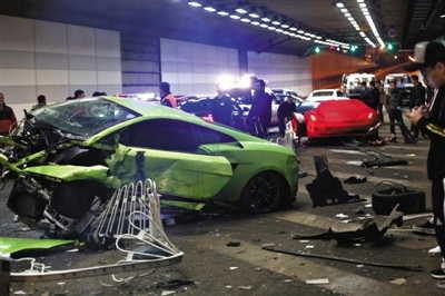 4月12日,大屯路地道兰博基尼法拉利重大事故现场。记者浦峰摄