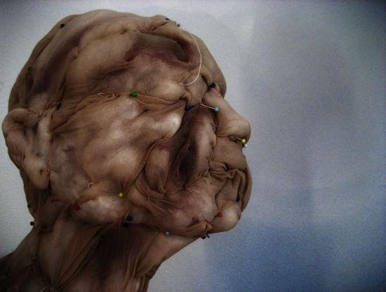 荷兰艺术家用二手丝袜创作怪诞人像(组图)