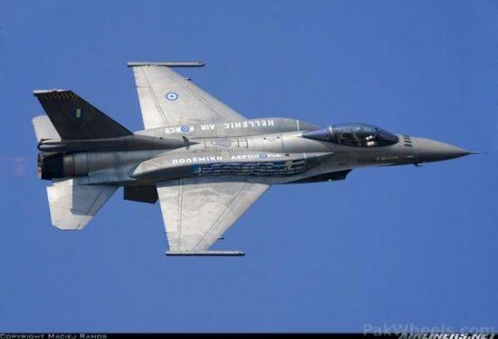 译文配图:希腊空军F-16C战争机。