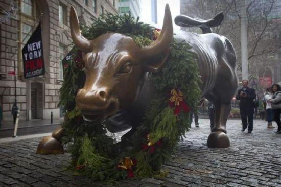 2014年12月23日在纽约华尔街拍到的图片。 REUTERS/CARLO ALLEGRI