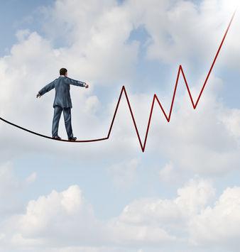 剧烈波动的行情,对于投资者的神经确实是一种折磨,意志不够坚定的人难免会有动摇和胡思乱想