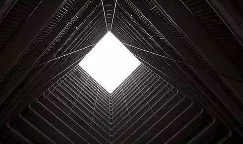 图9 香港公屋的天井 图:ANTHONY WALLACE/法新社