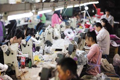 在福建晉江,居住證持有人享有新農合、醫療互助、義務教育等30項市民化待遇。圖/CFP