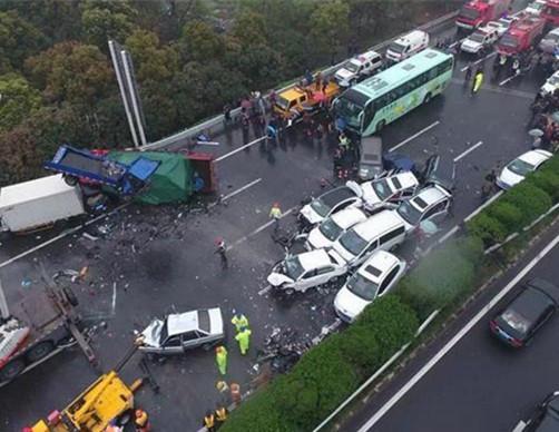 沪蓉高速车祸34人死伤51车受损 警方公布调查进展