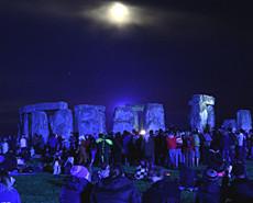 神秘巨石阵中迎夏至 感受史前文明
