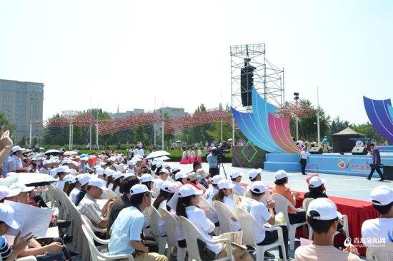 开幕式吸引了近千名观众参与