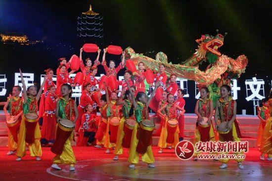 第十七届中国安康汉江龙舟文化节圆满落幕