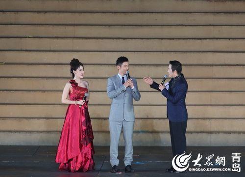 第27届青岛国际啤酒节公益形象大使黄晓明亮相。