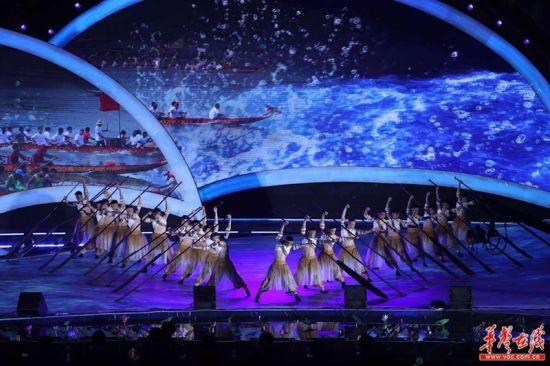 9月25日晚,2017中国湖南国际旅游节在湘阴县洋沙湖国际旅游度假区开幕。图 唐俊