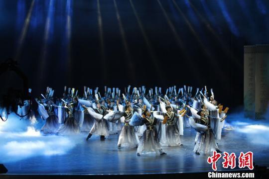 图为,名为《学而》的儒风歌舞表演。 沙见龙 摄