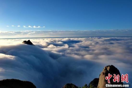 云海令黄山宛如仙境。