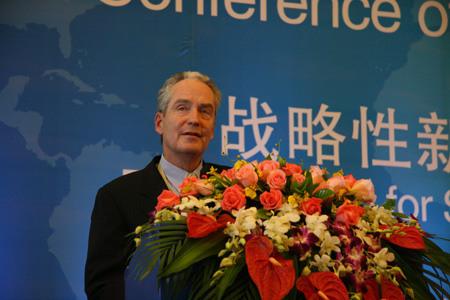 美国摩托罗拉主席Christopher B. GALVIN先生发表主旨演讲