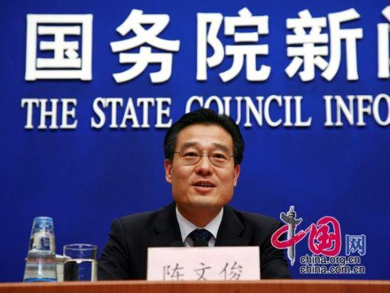 国新办新闻局副局长陈文俊主持发布会。(图片来源:中国网)