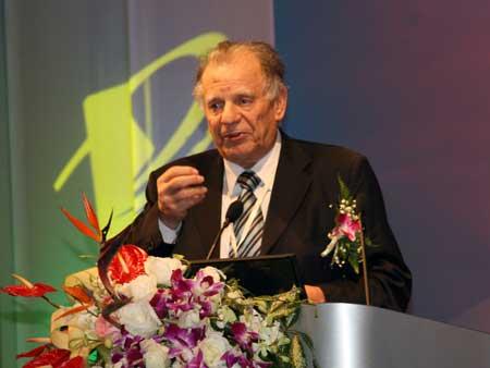 2000年诺贝尔物理学奖获得者若尔斯・阿尔费罗夫演讲