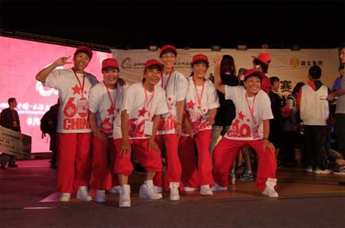 长治第一支老年街舞队:一道亮丽风景线(图)