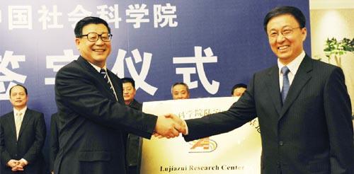 调研上海三大转变 中央智库探寻经济新路径(图)