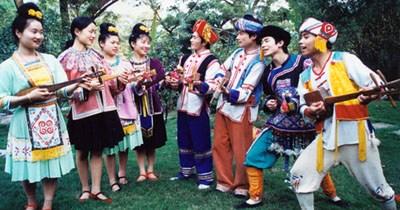 """柳州:风情""""四绝""""――壮族的歌"""