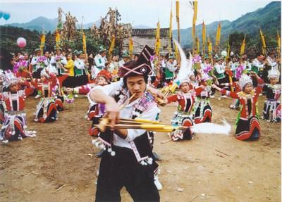 """柳州:风情""""四绝""""――苗族的节"""