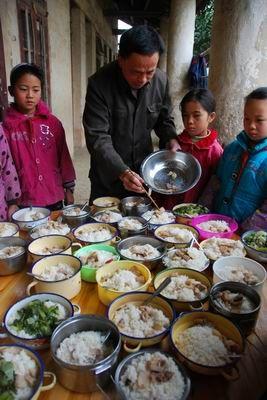"""柳州:""""免费午餐""""惠及学生近10万(图)"""