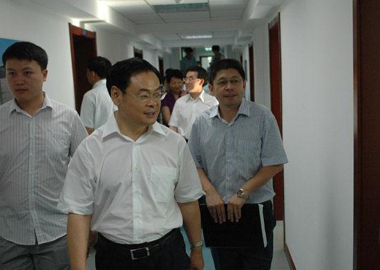 吉林省长王儒林到东北亚博览会秘书处视察指导工作