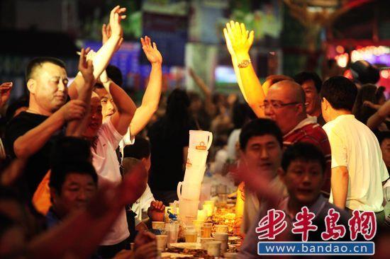 青岛啤酒:点燃一座城市的激情与狂欢(组图)