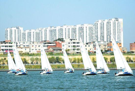 名人帆船邀请赛在柳开赛 柳州碧波万顷绕白帆