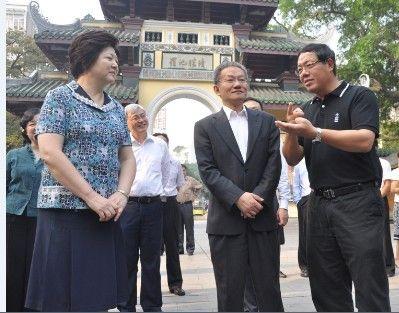 新闻出版总署领导考察柳州文化建设(图)