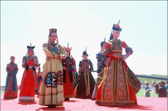 西乌珠穆沁旗第十三届人民那达慕大会隆重举行